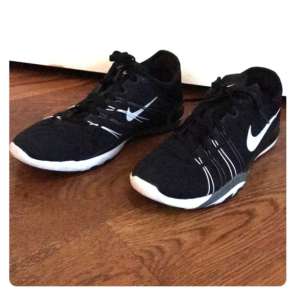 308c5c35e200 Women s Nike Free TR 6. M 5a46b6529a945577f51297f3